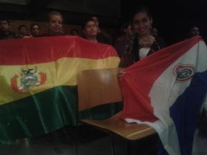 Comunidades boliviana e paraguaia levaram suas bandeiras nacionais para o diálogo