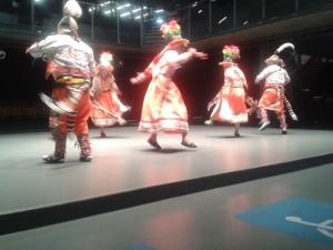 Apresentação de tinkus, tradicional dança boliviana da região de Potosí