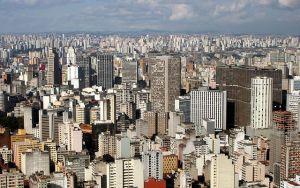 Vista aérea da cidade de São Paulo, que completa 461 anos. Crédito: Wikimedia Commons