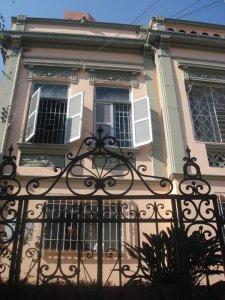 Fachada da antiga sede da Casa de Acolhida Nossa Senhora Aparecida, onde o documentário foi gravado. Crédito: Karina Gomes