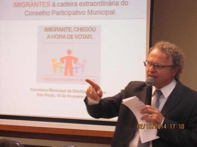 Rogério Sottili, da SMDHC, fala da importância da participação dos imigrantes na eleição para os Conselhos. Crédito: Rodrigo Borges Delfim