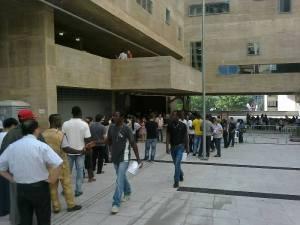 Mesmo com chuva em parte do dia, imigrantes compareceram em peso à votação. Crédito: Paulo Illes