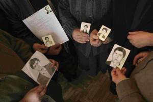 Foto integrante da exposição, na qual mães relembram seus filhos desaparecidos na Armênia, durante a Guerra de Nagorno-Karabakh (1988-1994). Crédito: Boris Heger/CICV