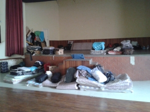 Auditório da Missão Paz vira alojamento provisório para cerca de 200 migrantes que chegaram nos últimos dias. Crédito: Rodrigo Borges Delfim - 29 de abril de 2014