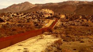 Muro que separa e concretiza a fronteira entre Tijuana (México) e San Diego (EUA). Crédito: Divulgação