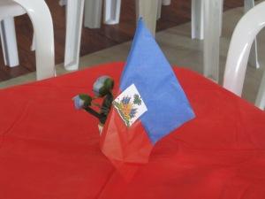 Bandeira do Haiti usada na decoração da Festa da Bandeira, na Missão Paz, São Paulo. Crédito: Rodrigo Borges Delfim