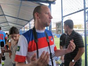 O francês Stephane Darmani, organizador da Copa Gringos, durante a rodada de abertura do torneio - que deve virar Liga ainda neste ano. Crédito: Rodrigo Borges Delfim