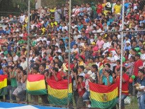 Torcida boliviana ficou sem o título, mas fez bonito e foi uma atração à parte durante toda a Copa. Crédito: Rodrigo Borges Delfim