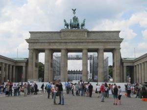 Portão de Brandemburgo, em Berlim, que deve ser um dos palcos para comemoração do título da Alemanha. Mesmo ainda encontrando resistência na sociedade, imigrantes têm grande contribuição no título alemão. Crédito: Rodrigo Borges Delfim