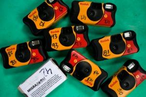 Algumas das câmeras distribuídas aos migrantes pelo MigraZoom. Crédito: MigraZoom