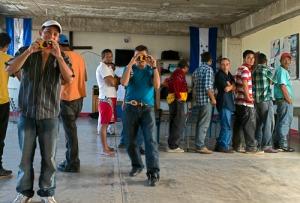 Por meio de fotografias, projeto MigraZoom coloca migrantes para documentar as próprias trajetórias. Crédito: MigraZoom