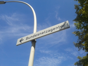 """Bundesnetzagentur, que em português significa algo como """"Agência Federal de Redes"""". No alemão, é dita em uma palavra só o que pode virar duas ou três em português. Crédito: Rodrigo Borges Delfim"""