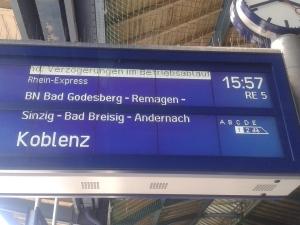 Painel comum nas estações de trem de toda a Alemanha, que anunciam a próxima composição a chegar e seu percurso. Crédito: Rodrigo Borges Delfim