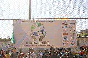 Cartaz da Copa do Mundo dos Refugiados, que reuniu 16 seleções formadas inteiramente por refugiados e solicitantes de refúgio. Crédito: Miguel Ahumada