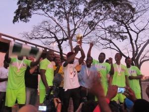 Seleção da Nigéria comemora título da Copa do Mundo dos Refugiados. Crédito: Rodrigo Borges Delfim