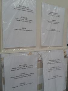 Informativo no abrigo para imigrantes da Prefeitura de São Paulo, escrito em quatro idiomas - incluindo o francês. Crédito: Rodrigo Borges Delfim