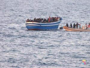 Operação na costa da Itália salva migrantes à deriva. Crédito: Marina Militare/Fotos Públicas (19/03/2014)