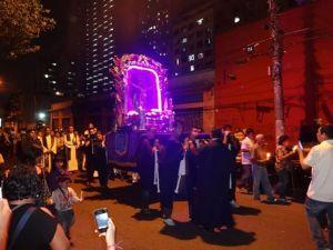 Comunidade vai do Glicério à praça da Sé na procissão em honra ao Señor de Los Milagros. Crédito: Victor Gonzales