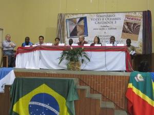 Segunda mesa do dia contou com a participação de empresários que contam com imigrantes dentre seus funcionários. Crédito: Rodrigo Borges Delfim