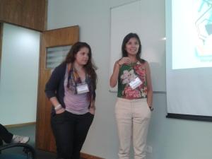 As fundadoras Dari Santos (e) e Monyse Almeida (d), na apresentação da Alinha. Crédito: Rodrigo Borges Delfim