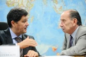 Os senadores Ricardo Ferraço, presidente da CRE e relator do projeto; e Aloysio Nunes Ferreira, autor. Crédito: Marcos Oliveira/Agência Senado