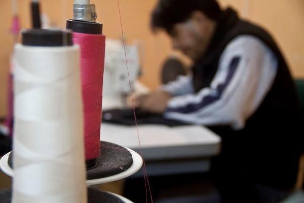 A Alinha busca melhorar as condições, dar visibilidade e valorizar o trabalho das oficinas de costura. Crédito: Mário Pimenta/Alinha