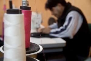 A Alinha busca melhorar as condições, dar visibilidade e valorizar o trabalho das oficinas de costura. Crédito: Mário Pimenta