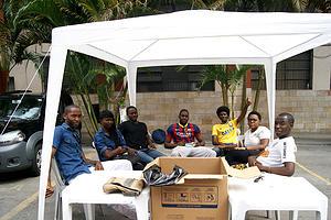 Estudantes angolanos arrecadam donativos para vítimas das chuvas em Angola. Crédito: Missão Paz