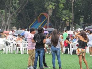 Mesmo com chuva, público acompanha a Yunza. Crédito: Rodrigo Borges Delfim