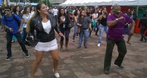 Parte do largo da Batata virou pista de dança na primeira La Feria Latina, em 2014. Crédito: Divulgação