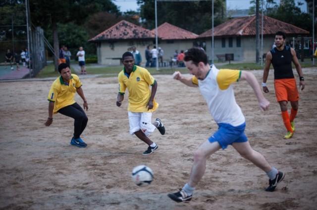 Em Curitiba, Festa da Bandeira do Haiti teve até jogo de futebol. Crédito: Isabella Lanave/Medium