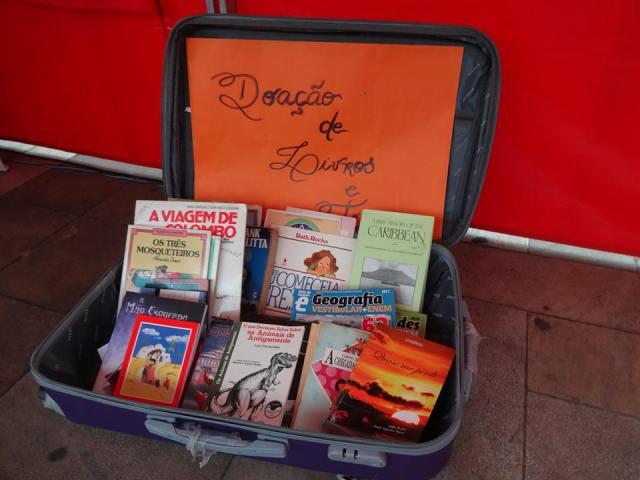 Projeto também recebe doações de livros e promove trocas. Crédito: Víctor Gonzales