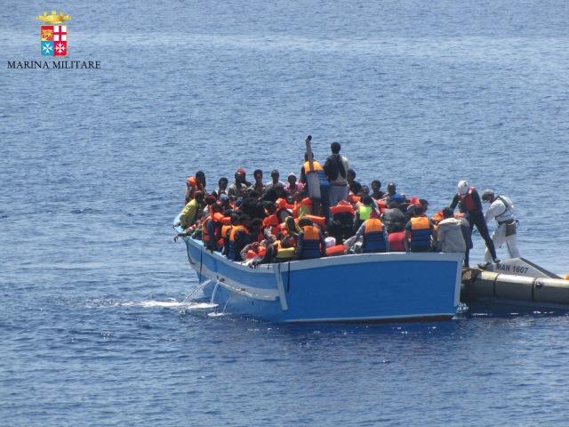 maio/2015- Estreito da Sicília, Itália- Mais de 2 mil imigrantes foram resgatados pela Marinha italiana entre os dias 1º e 3 de maio no Mar Mediterrâneo, entre Lampedusa (ITA) e Líbia.  Crédito: Marina Militare