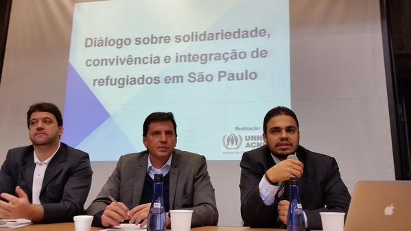 Paulo Illes (e), Floriano Pesaro (c) e Paulo Guerra (d) representaram os governos municipal, estadual e federal. Crédito:ACNUR
