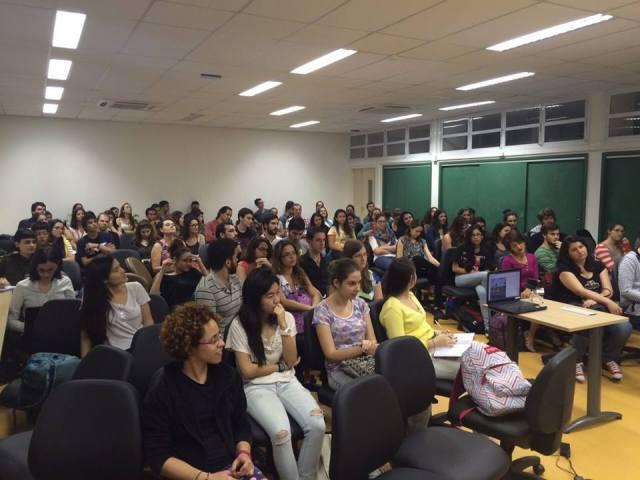 Debate deixou lotado o auditório do IRI-USP. Crédito: Educar para o Mundo
