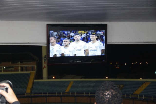 "Avaí foi a campo com a palavra ""linyon"" na camisa. Guilherme Lopes/Avaí F.C."