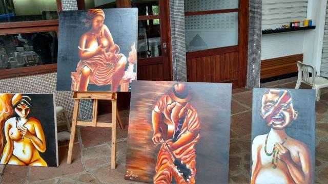Obras do artista plástico Israel são expostas na festa. Crédito: Rodrigo Borges Delfim