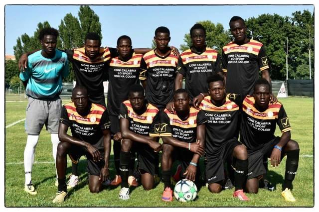 Koa Bosco, time de futebol amador da Itália, formado só por imigrantes. Crédito: Divulgação/ Koa Bosco