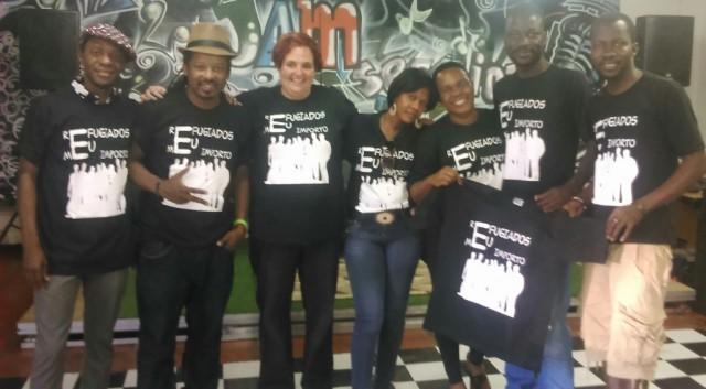 Membros do GRIST vestem camisa da campanha