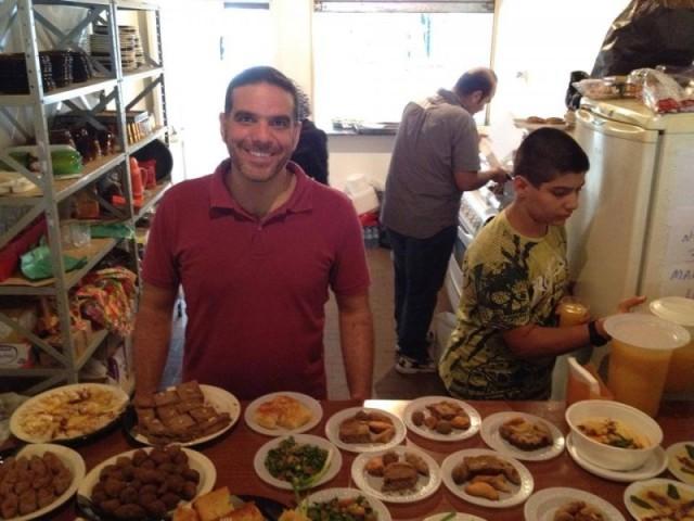 O sírio Talal, do Talal Comida Síria, é um dos palestrantes da estreia do Migraflix. Crédito: arquivo pessoal