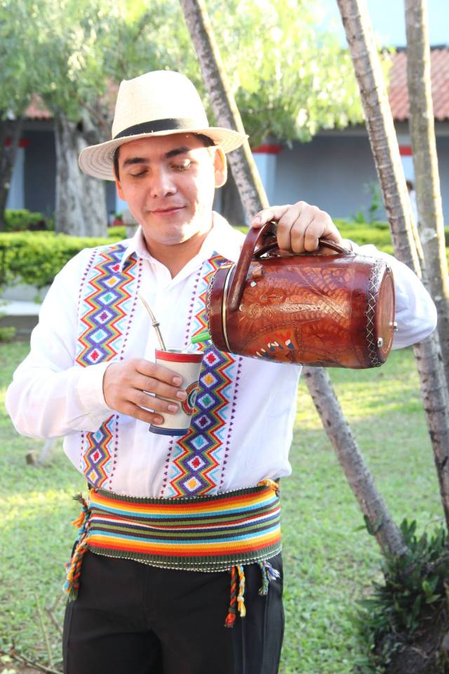 Adolfo é parte do grupo Acuarela Paraguaya. Crédito: Eva Bella