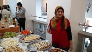 Muna Darweesh, da Síria, preparou o café da manhã do evento. Crédito: Rodrigo Borges Delfim/MigraMundo