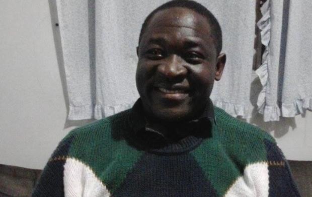 O professor congolês Omana Ngandu, que quer trazer a família para o Brasil. Crédito: arquivo pessoal