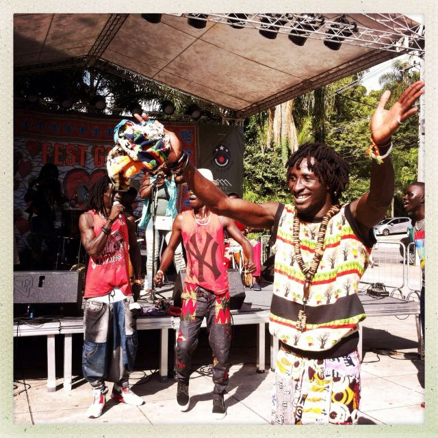 Grupos musicais formados por migrantes do Congo, Senegal, Haiti e países árabes foram uma atração à parte no festival. Crédito: Eva Bella/MigraMundo