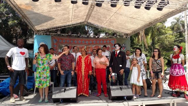 Organizadores do festival dão boas vindas ao público presente. Crédito: Rodrigo Borges Delfim/MigraMundo