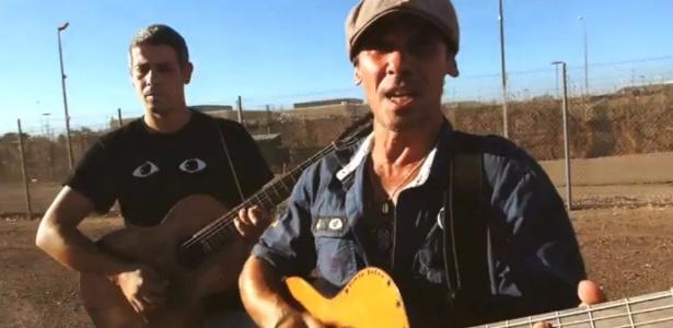 """Manu Chao grava nova versão de """"Clandestino"""" no Arizona como forma de denunciar condições dos imigrantes na região. Crédito: Reprodução"""